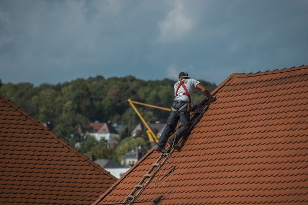 roofers-2891664_1280